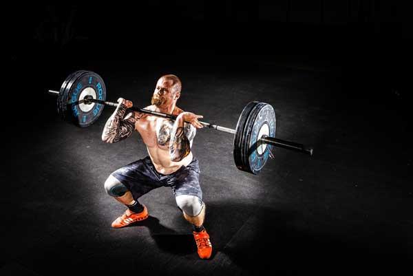 Athlete soulevant poids