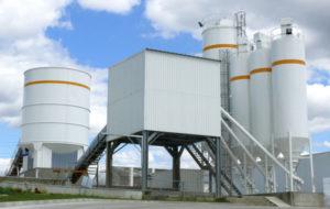central e beton avec silo et malaxeur