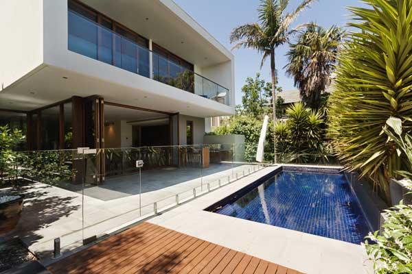 maison moderne en beton avec piscine
