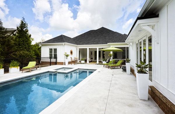 maison piscine abord beton