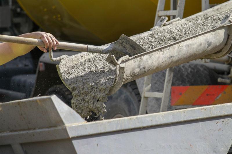 goulotte toupie béton déversement béton prêt à l'emploi BPE camion toupie beton