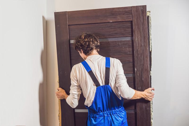 Les 3 Techniques Pour Poser Une Porte Dans Un Mur En Parpaing