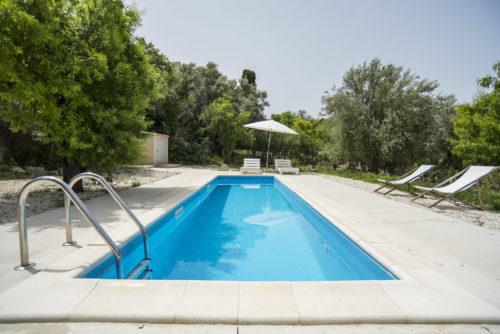 Terasse-piscine-beton